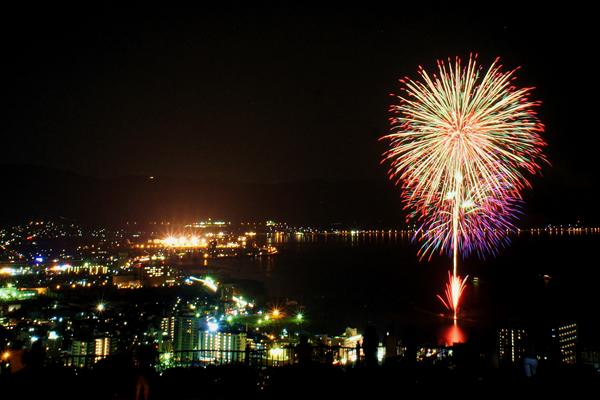 諏訪湖の花火をゆっくり堪能できる!サマーナイトファイヤーフェスティバルのススメ