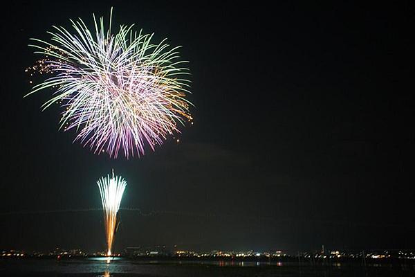 諏訪湖祭湖上花火大会とは違う趣の花火を楽しめる!